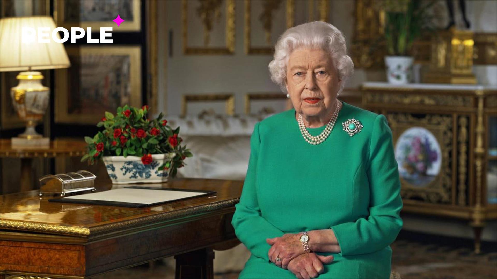 Королева Елизавета II впервые появилась на публике после смерти своего мужа