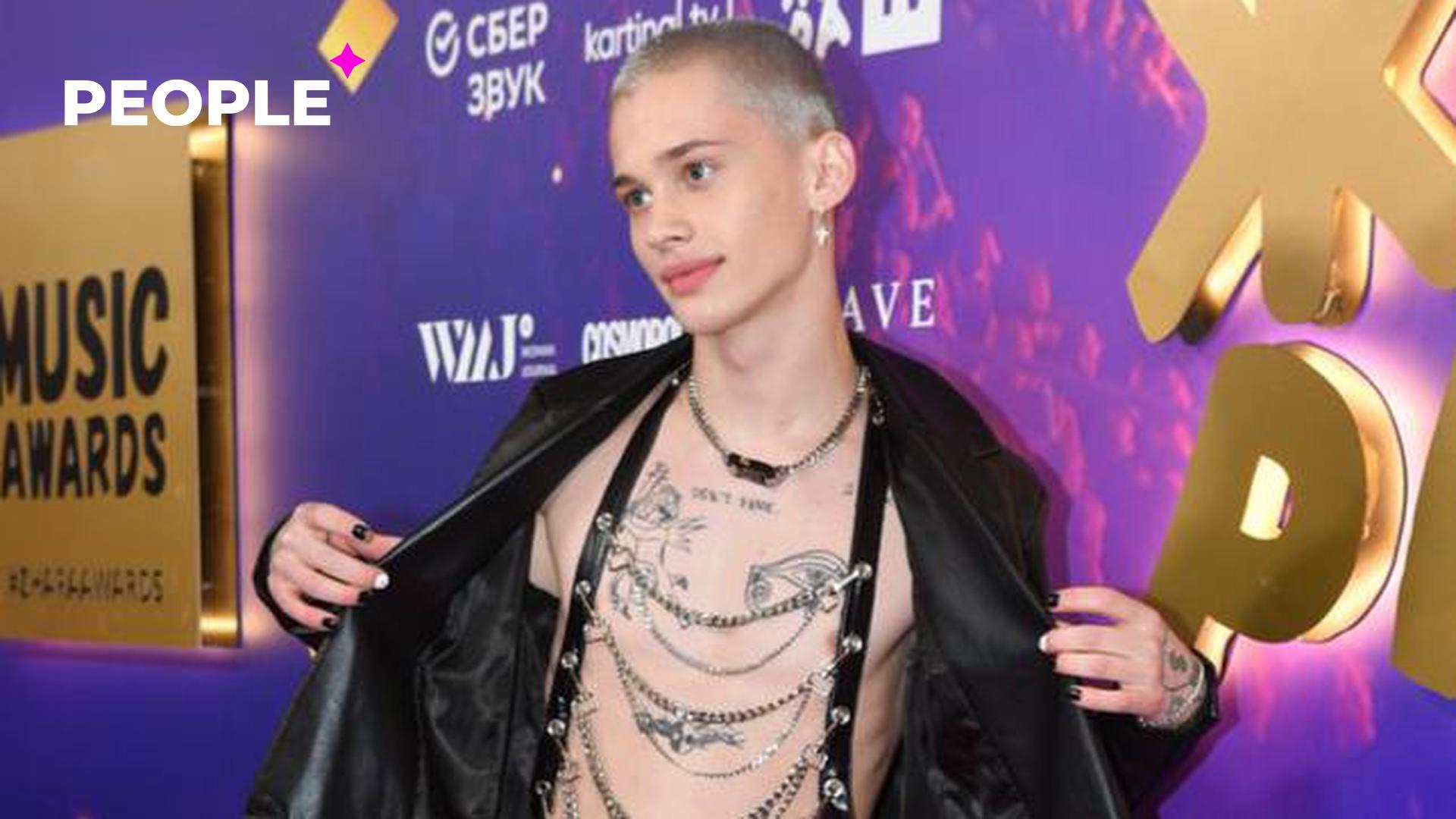 Тиктокер Даня Милохин записал обращение и оправдался за платье на премии «МУЗ-ТВ»