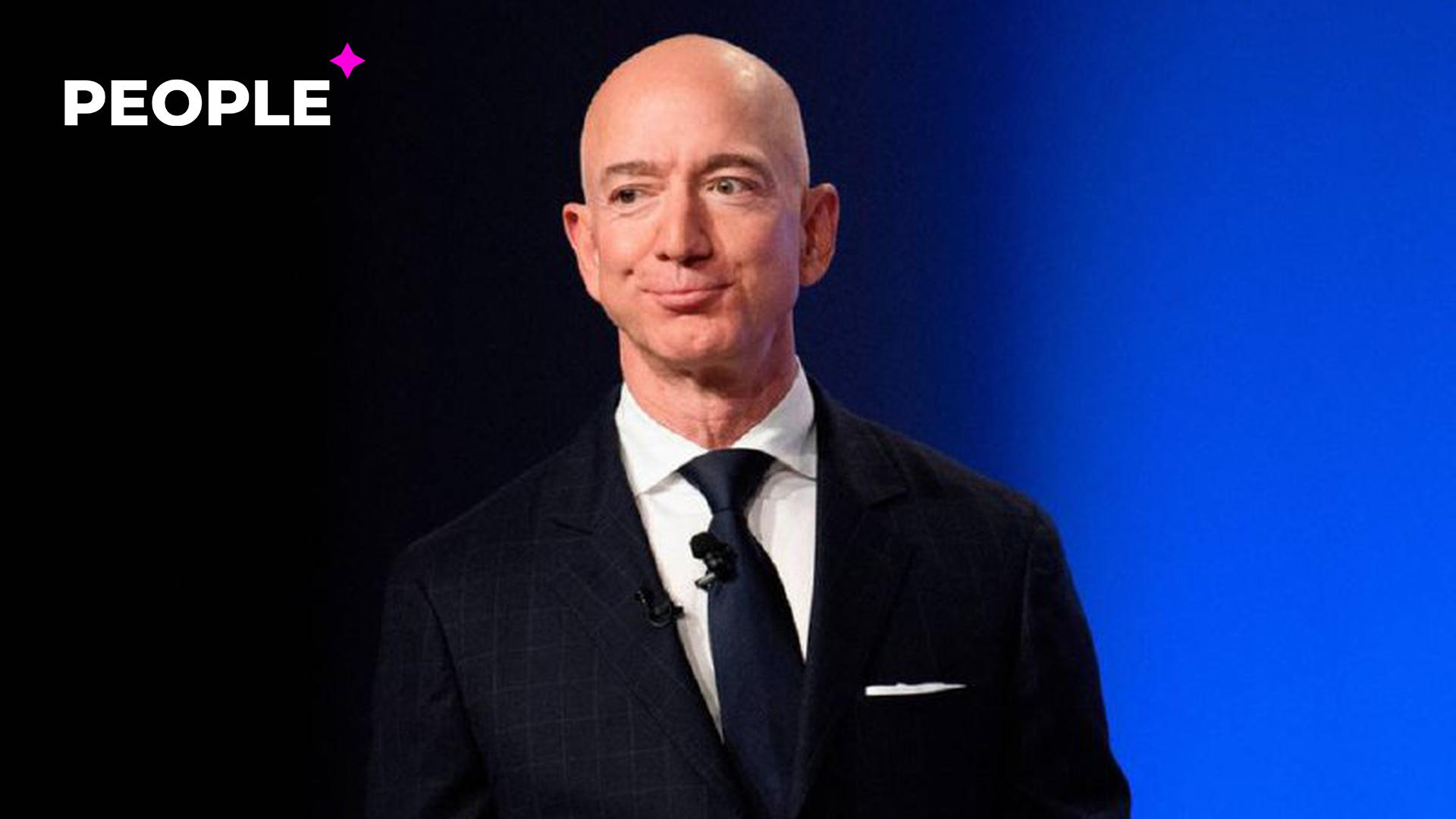 Самый богатый человек в мире покинул пост генерального директора Amazon