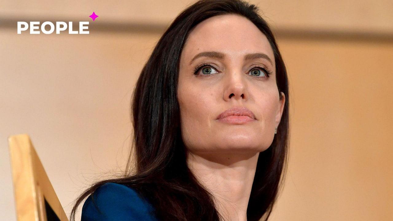 Анджелину Джоли обвинили в незаконном усыновлении ребенка