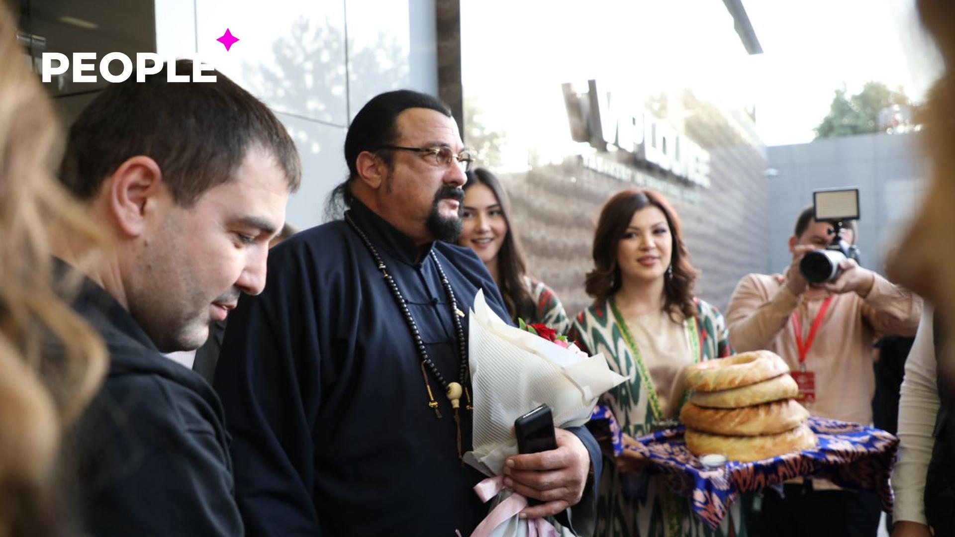 Стивен Сигал и другие звезды прибыли в Ташкент – фото