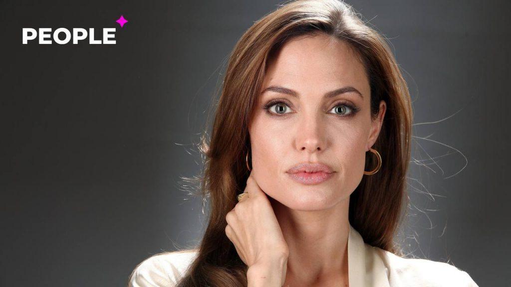 В сети появились слухи о том, что Анджелина Джоли встречается с двумя мужчинами одновременно