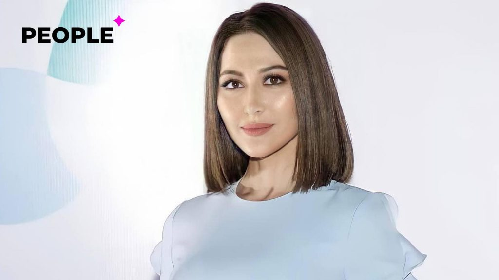 «Время выбирать»: певица Лола досрочно проголосовала на выборах президента Узбекистана — видео
